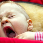 Как проявляется герпес во рту у ребенка?